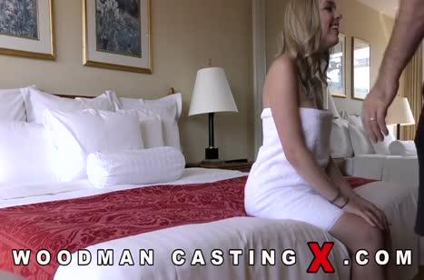 Довольная русская блонди радостно проходит секс кастинг