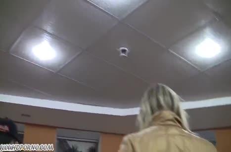 Доступная русская бабенка поддалась на флирт парней