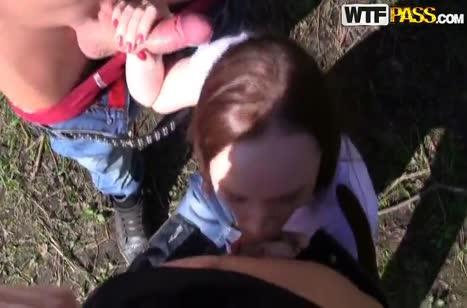 Парни уговорили русскую девушку отдаться им на природе