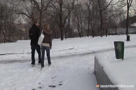 Русская парочка робко снимает свою домашнюю оргию