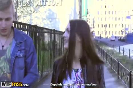 Парни легко затащила девушку с улицы на перепихон